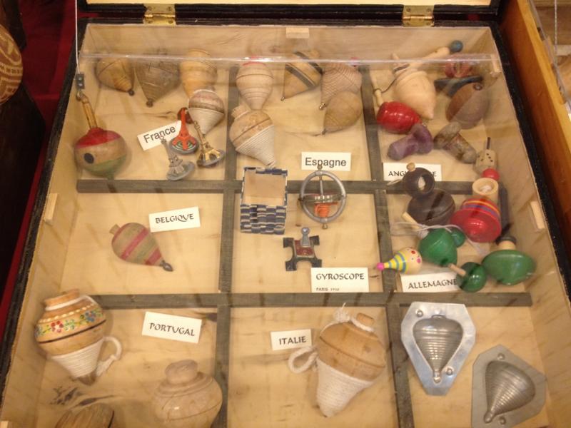 Voici les toupies contenu dans le coffret d'exposition Europe