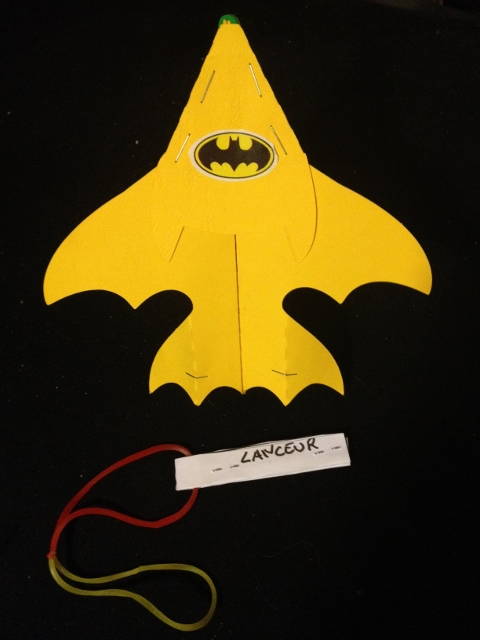 Avion en papier acrobatique batman (batplane)